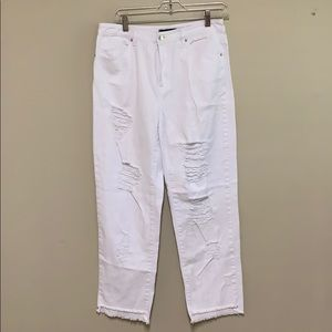 ❤️ Forever 21 White Distressed Jeans. Size 28
